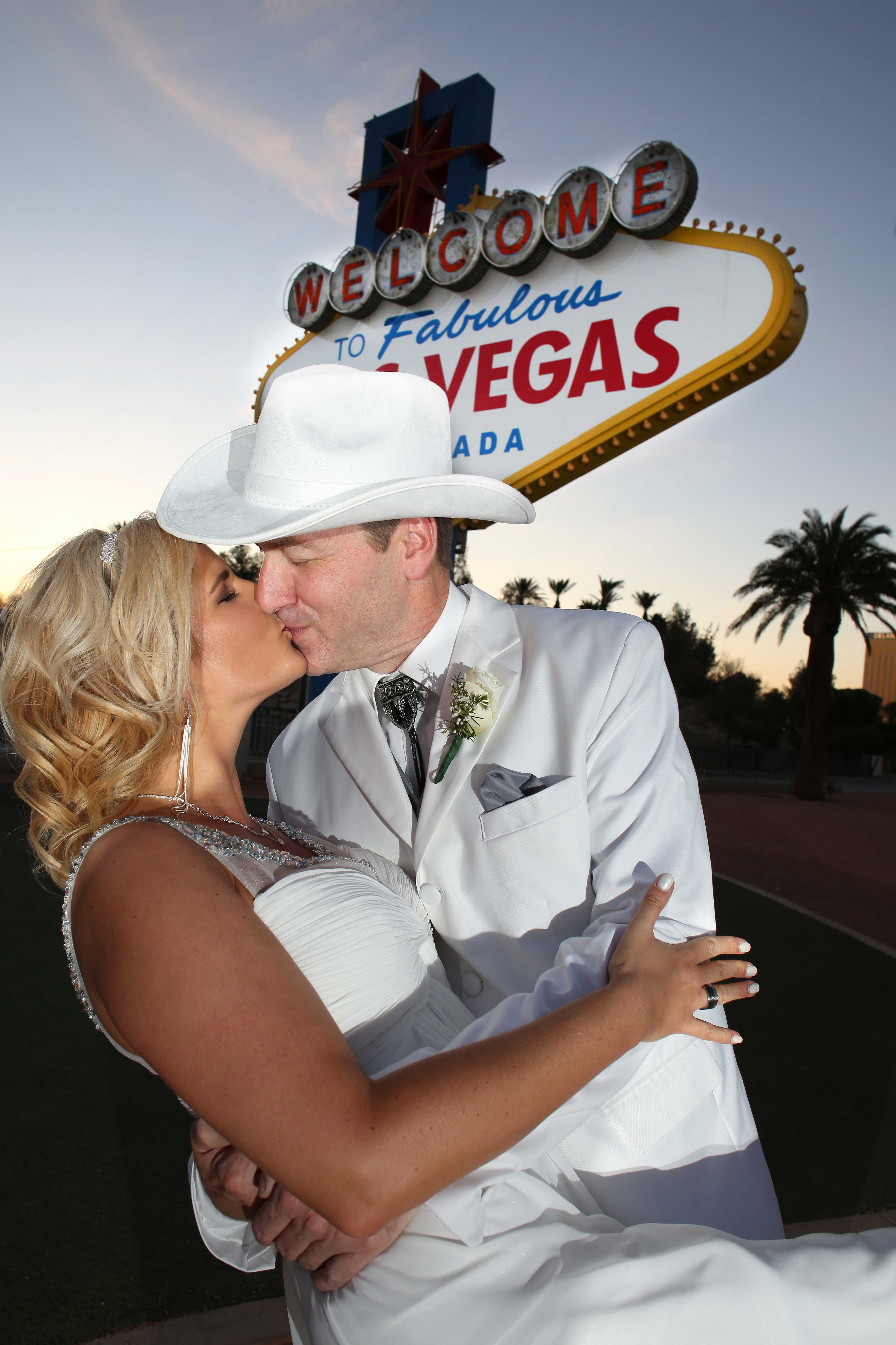 Welcome to Las Vegas Sign wedding photography